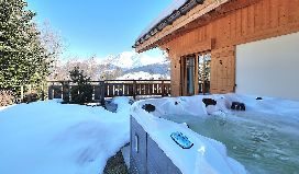 perle hot tub.jpg